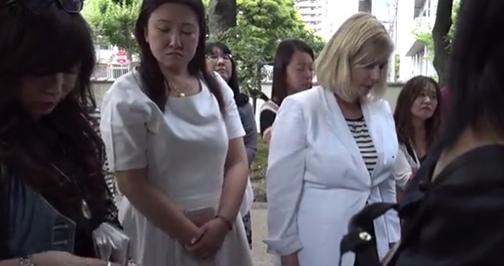 Kelly Hampton, energy healer, blessing Japan's Tree of Knowledge