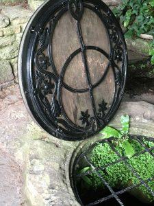 Kelly Hampton Glastonbury energy healing retreat visits the Chalice Well