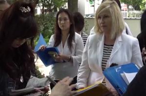 Kelly Hampton, energy healer, with students in Tokyo